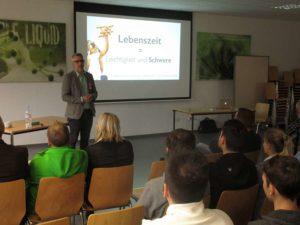 Vortrag-suchtpraevention-im-betrieb-und-schule-300x225