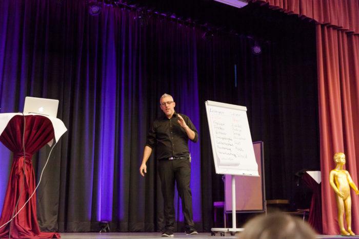 Key Note Speaker und Vortragsredner auf der Bühne