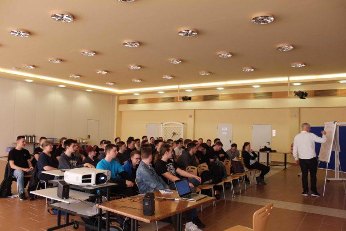 Vortrag und Workshop für Suchtprävention und im Vordergrund sind Auszubildende